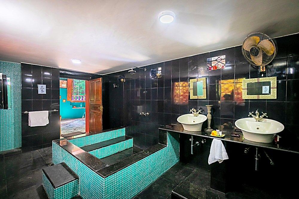 Host's Suite Bathroom
