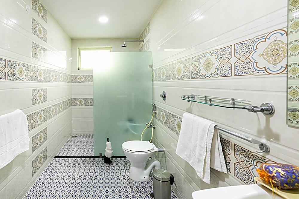 Carnelian Room Bathroom